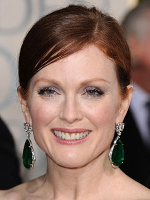 Julianne Moore at the 2010 Golden Globe Awards 2010-01-17 16:06:23