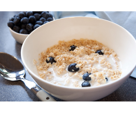 Snack: Muesli With Milk and Blueberries