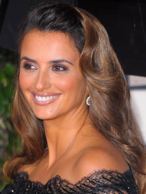 Penelope Cruz: Golden Globes Hair Secrets