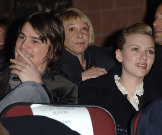 Josh Hartnett had then-girlfriend Scarlett Johansson by his side at the 2005 screening of Lucky Number Slevin.
