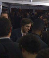 First Photo of Robert Pattinson on Remember Me Red Carpet!