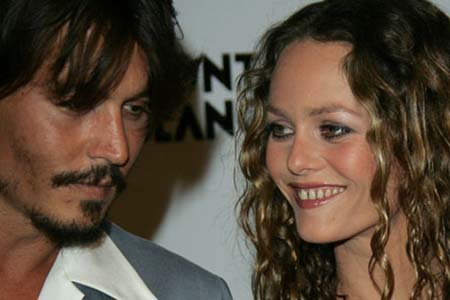 Johnny Depp&#039;s girlfriend does not want him to act with Angelina Jolie