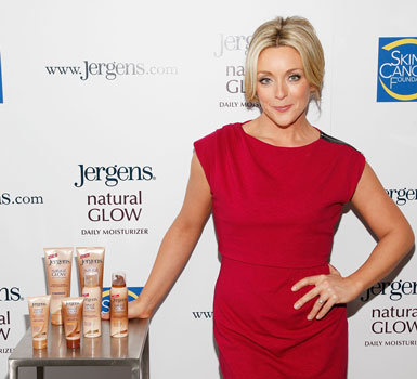 Jane Krakowski Talks About Safe Tanning