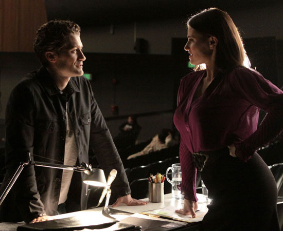 Can anyone else feel the sexual tension between Mr. Schuester and Shelby here?