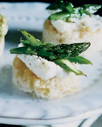 Asparagus-and-Ricotta Toasts