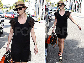 Pictures of Reese Witherspoon Shopping in LA 2010-04-15 10:00:00