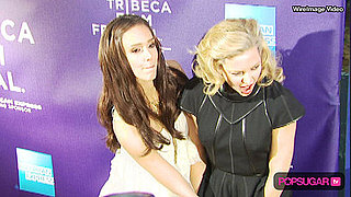 Jessica Alba Helps Kate Hudson When Dress Blows in the Wind