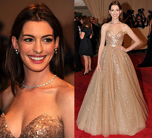 Anne Hathaway Wears Valentino at 2010 Costume Institute Gala