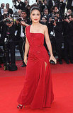 Salma Hayek stuck to bold Gucci in this red one-shouldered hottie.