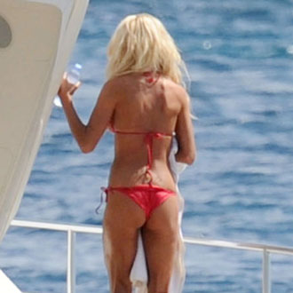 Guess the Celebrity Wearing a Tiny Bikini With a Wedgie 2010-05-19 09:00:00