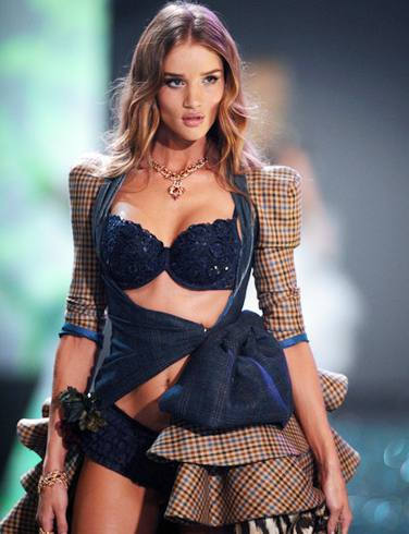 Rosie Huntington-Whiteley replaces Megan Fox from Transformers 3