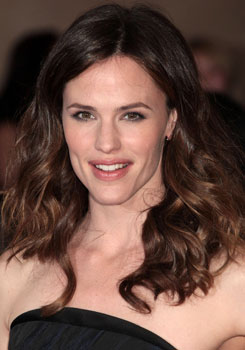 Jennifer Garner to Star in Arthur Remake With Russell Brand