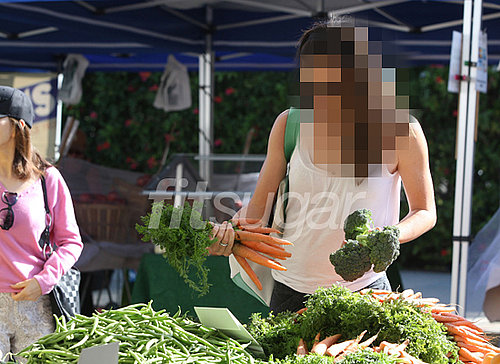 Pictures of Celeb Shopping at Brentwood Farmers Market