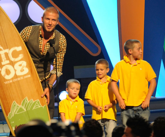 David Beckham brought Cruz, Romeo, and Brooklyn on stage to accept the award for Choice Male Athlete in 2008.
