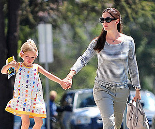 Slide Picture of Jennifer Garner and Violet Affleck 2010-09-07 16:20:02
