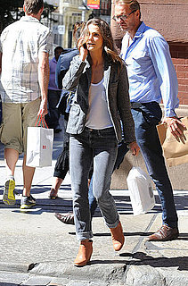 Pictures of Keri Russell Leaving the Apple Store With a New Purchase in NYC