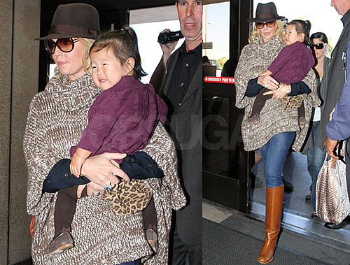 Pictures of Katherine Heigl and Naleigh at LAX