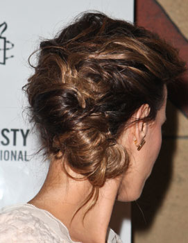 Guess Who Is Wearing This Cool Rolled Updo 2010-10-01 15:03:00