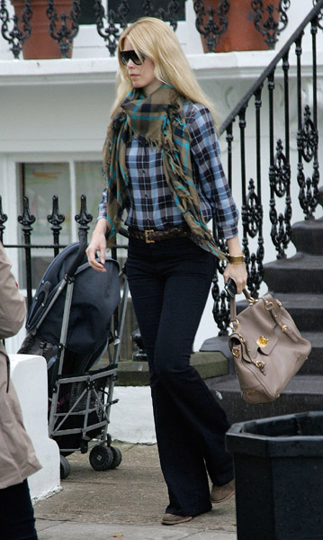 Claudia Schiffer worked plaid on plaid like a pro. I will definitely be mimicking this look for Fall.