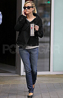 Pictures of Reese Witherspoon Getting Tea in Vancouver
