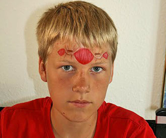 This Face Painter Created a Gruesome (Fake) Wound