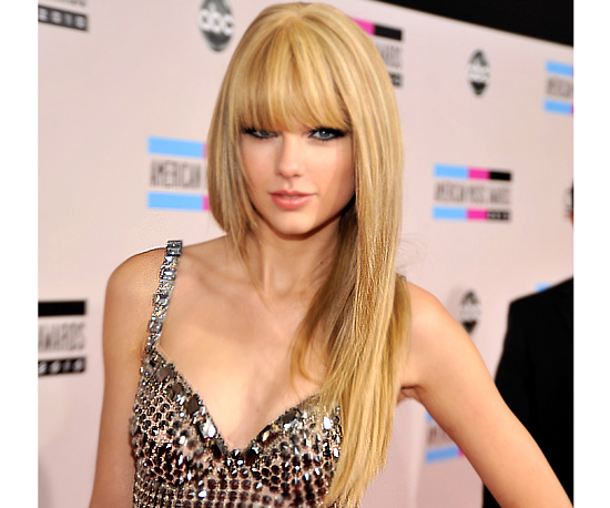 Taylor Swift at 2010 American Music Awards 2010-11-21 17:20:27