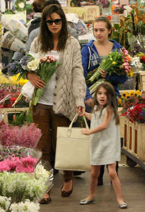 Pictures of Katie Holmes and Suri Cruise Buying Flowers Before Thanksgiving in LA