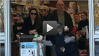 Video of Angelina Jolie Grocery Shopping With Maddox and Pax 2010-12-13 10:15:00