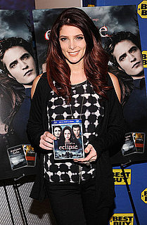 Pictures of Ashley Greene at Eclipse DVD Event 2010-12-18 11:27:40