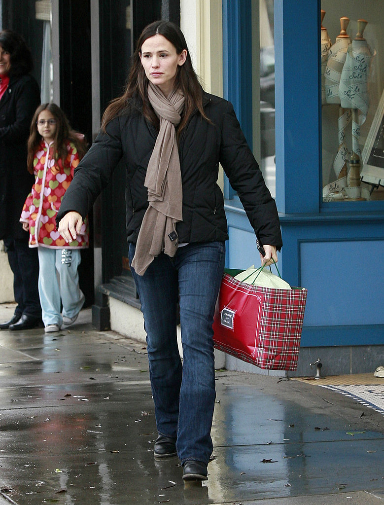 Jennifer Garner Keeps Her Girls Well-Dressed With Last Minute Holiday Shopping