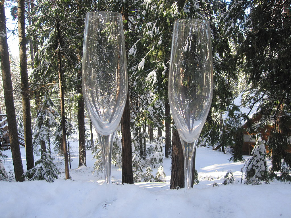 While the sparkler is chilling, prepare the glasses. Select stemware that is well-cleaned. Flutes, tulips, or coupes are best for serving bubbly.