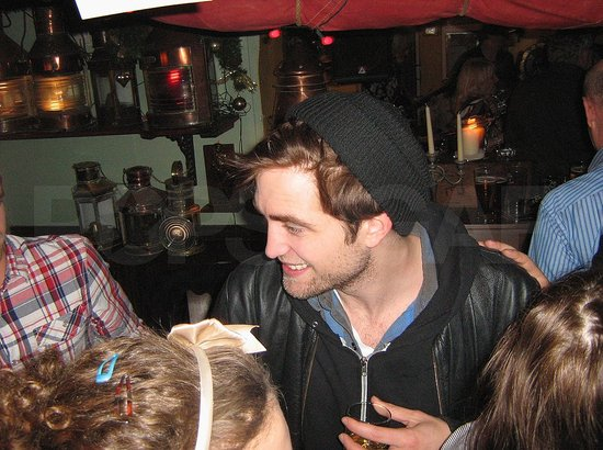 See Robert Pattinson's New Year's Pub Fun on the Isle of Wight!