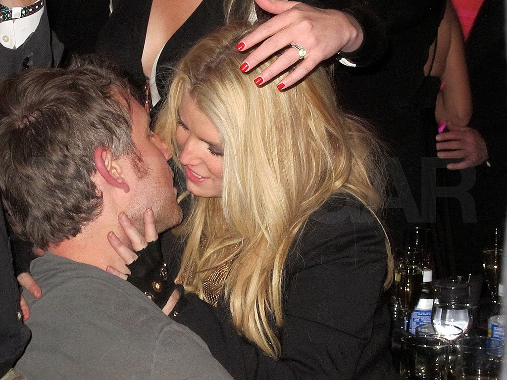 Pictures of Jessica Simpson and Eric Johnson Kissing on New Year's