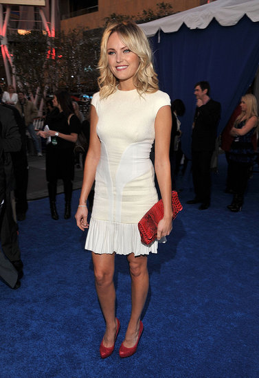 Malin Akerman Gets the People's Choice Blue Carpet Started!