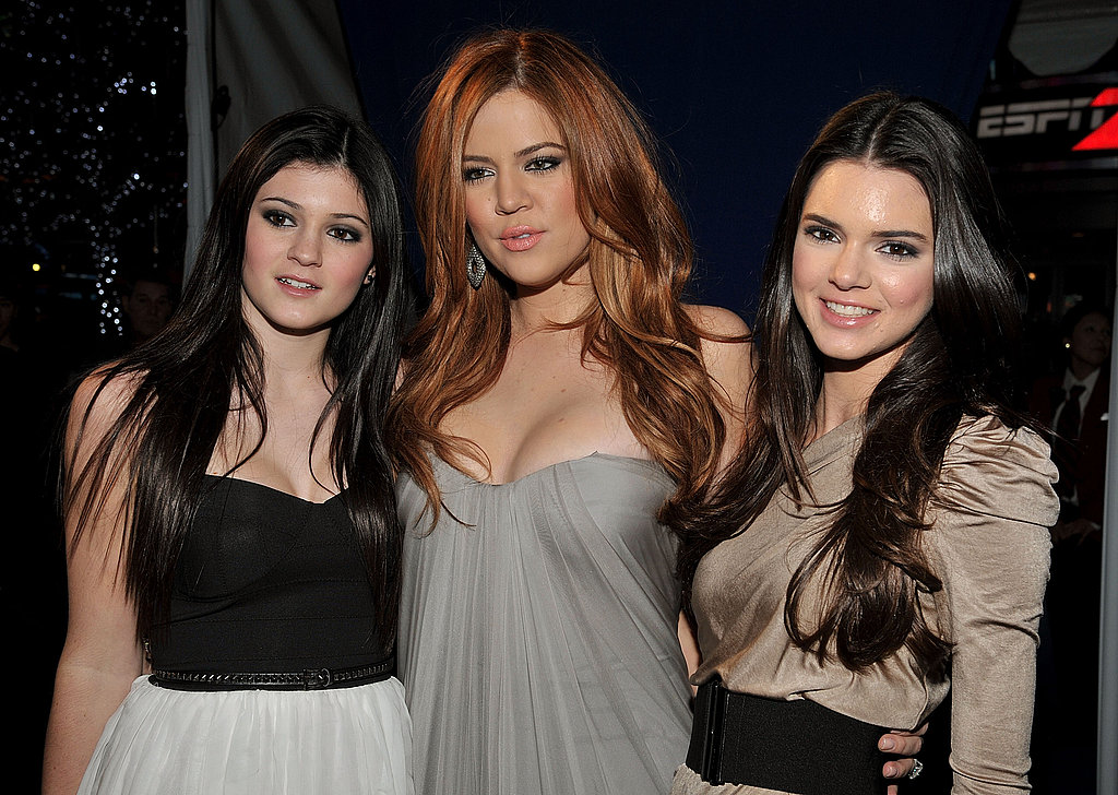 Khloe Kardashian Debuts New Red Hair Alongside Sexy Kim and Kourtney at People's Choice Awards!