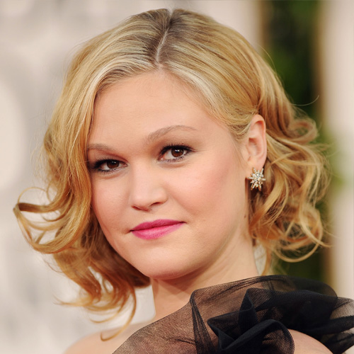 Julia Stiles at 2011 Golden Globes