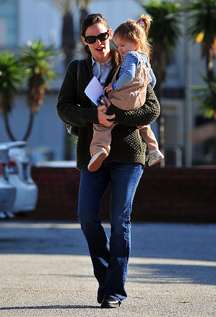 Jennifer Garner Takes Her Adorable Daughters to the Dentist