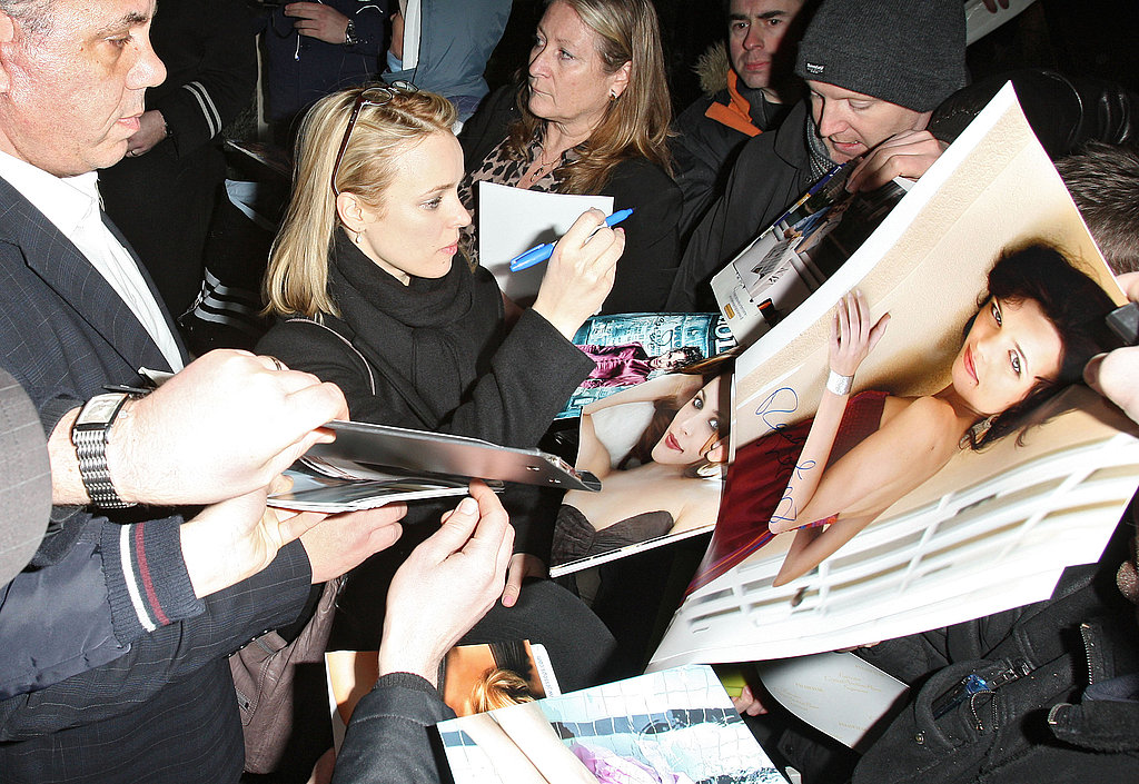 Pictures of Rachel McAdams Signing Autographs For Fans