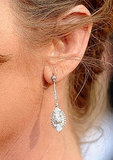 Adore Melissa Leo's diamond pendant earrings.