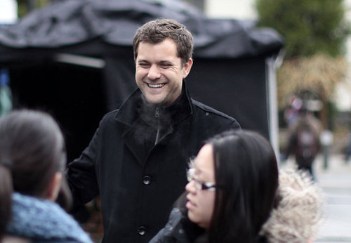 Pictures of Joshua Jackson on the Vancouver Set of Fringe 2011-01-23 08:38:00