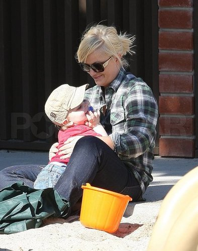 Pictures of Amy Poehler With Son Archie Arnett Playing in LA