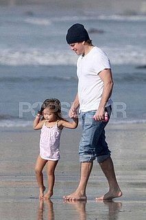 Pictures of Matt Damon With Isabella at the Beach in LA