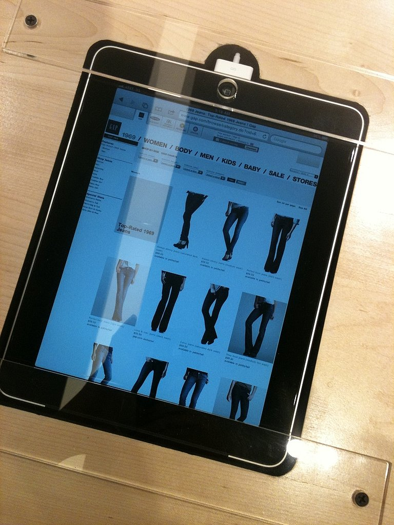 If you don't find the denim you want, you can go to the iPad bar and order online with the help of a jeans expert.
