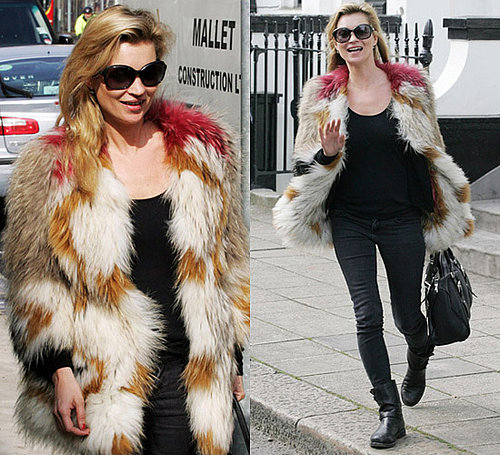 Photos de Kate Moss dans son mateau en fourrure multicolore a Londres