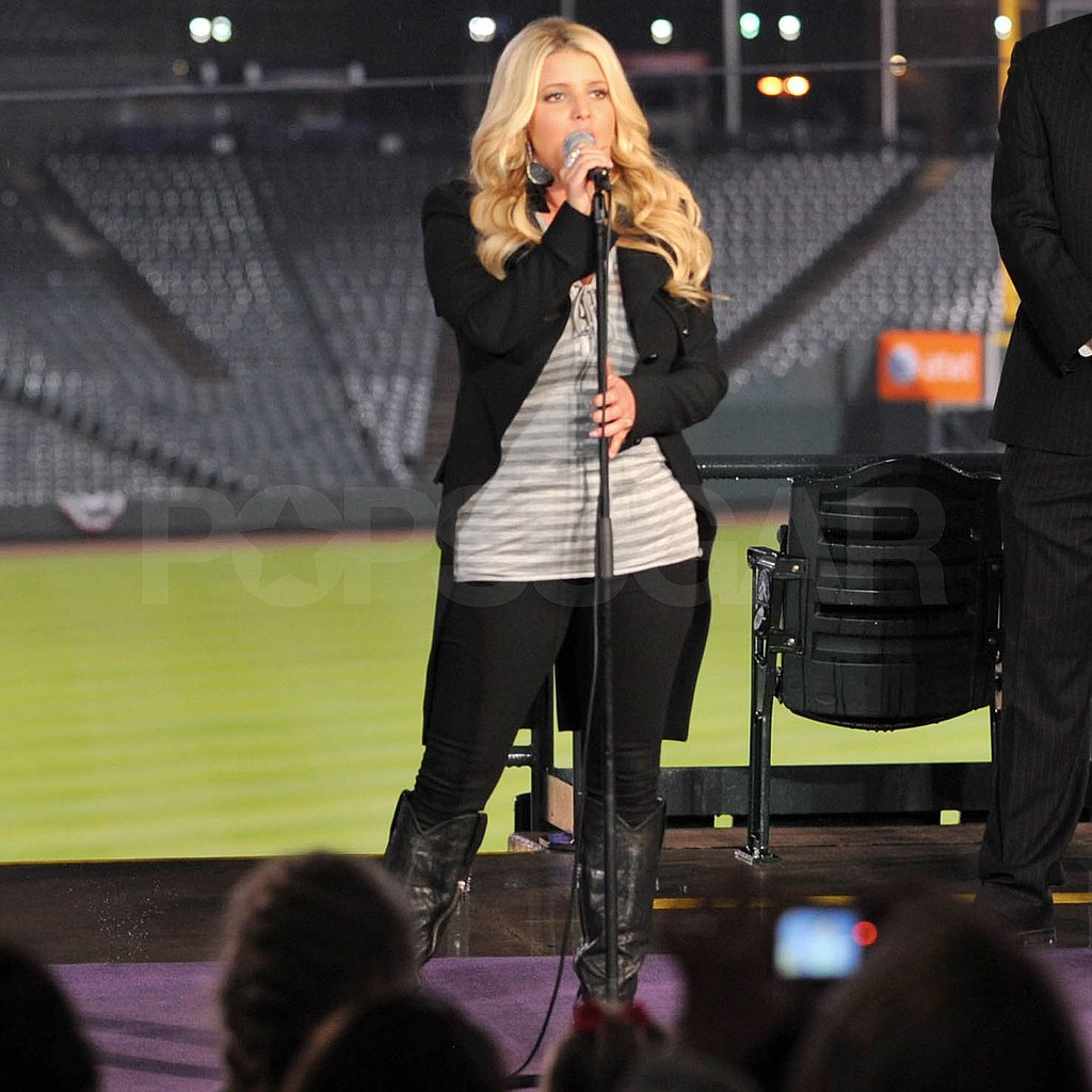 Jessica Simpson Serenades Military Families and the First Lady!