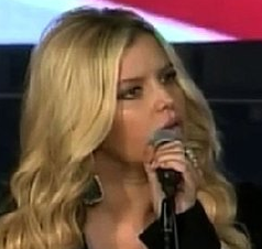 Video: Jessica Simpson Sings For First Lady Michelle Obama and Military Families