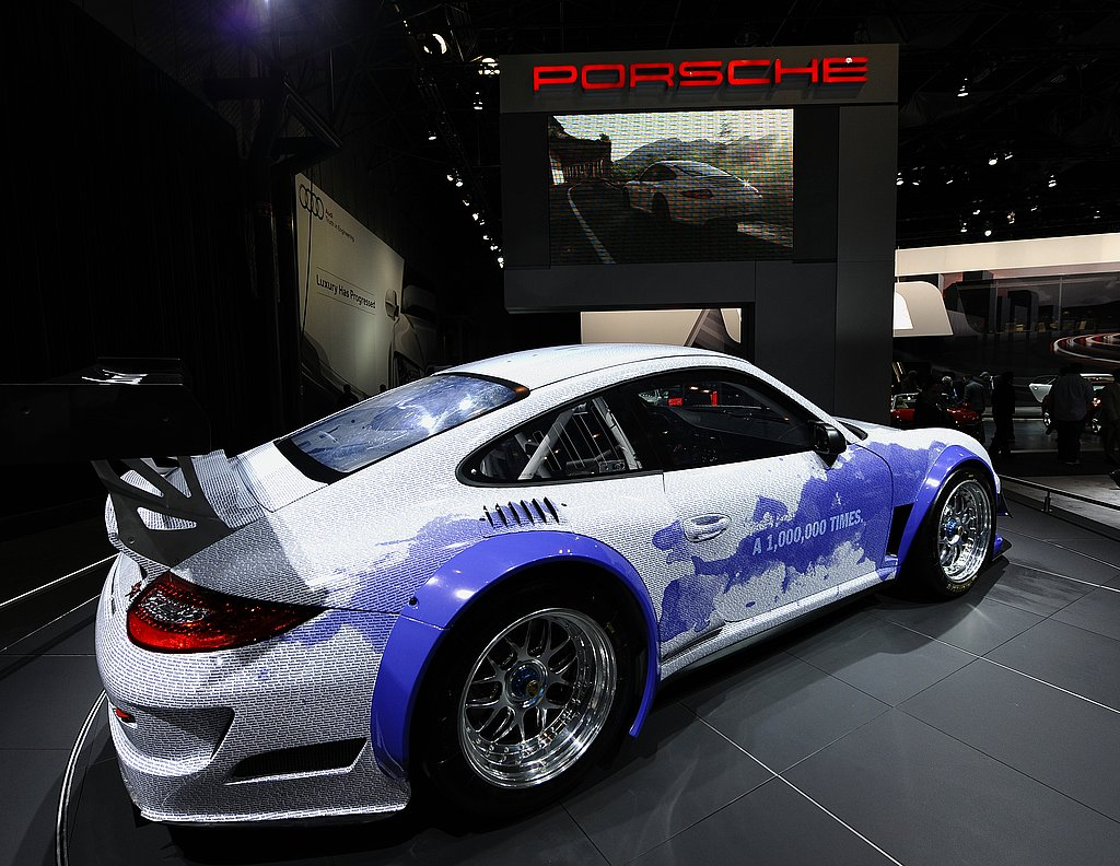 Geek Shot: The Porsche 911 GT3 R Hybrid Facebook Racer