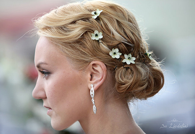 It's often the little things that count. Take, for instance, this bride's lineup of delicately placed flowers, which looked perfectly dainty in her loose chignon.  Source: Flickr user Du Ziedeliai