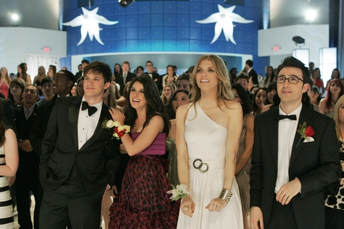 Sneak Peek: 90210 Goes to the Prom