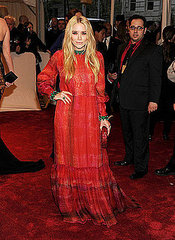 "Mary-Kate Olsen(2011 Met Gala...""Alexander McQueen: Savage Beauty"")"